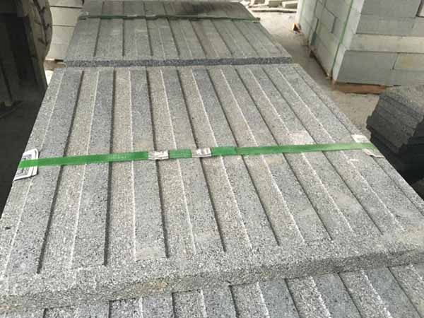芝麻白盲道板